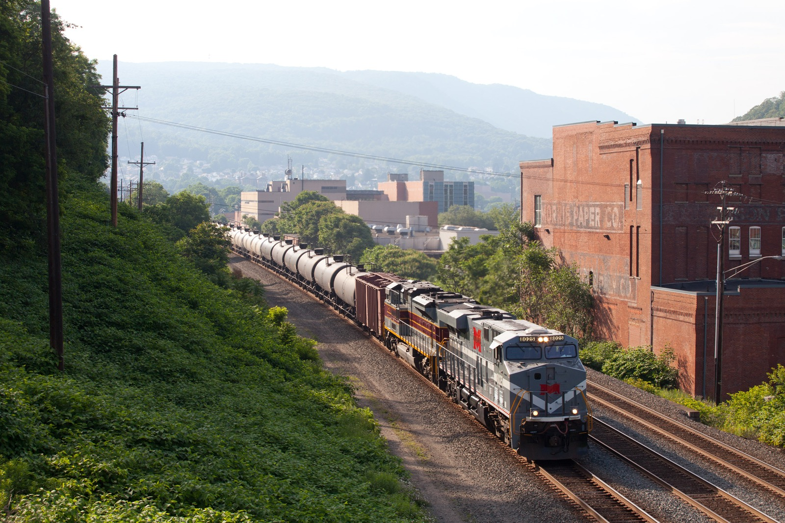 NS 64R crude oil train, led by two Heritage Units: NS 8025 ES44AC Monongahela and NS 1074 SD70ACe Lackawanna
