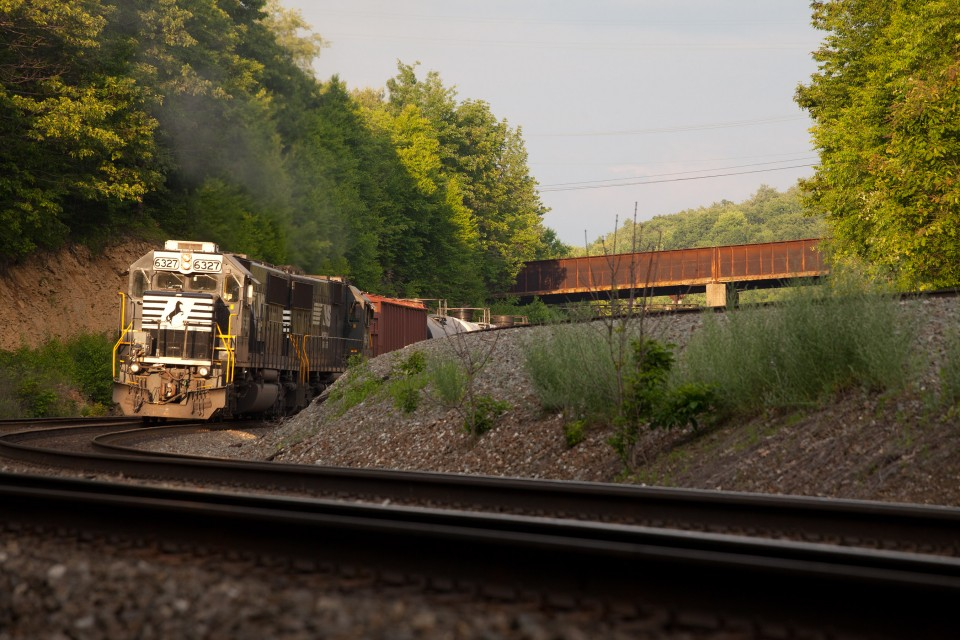NS 6327 SD40E shoving NS 64R at PA 53