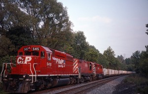 CP 5415 Dual Flags SD40-2 on D&H 557 at CP-Caty, Catasauqua, Penn.