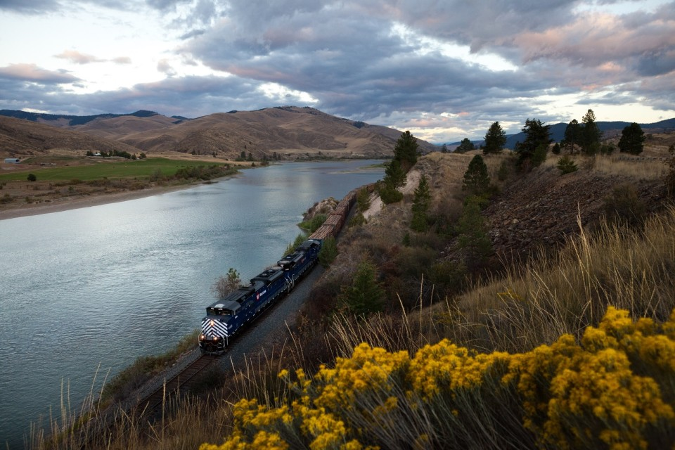 The MRL Night Gas (MRL 821) with MRL 4408-4406 following the Flathead River at Perma, Mont.